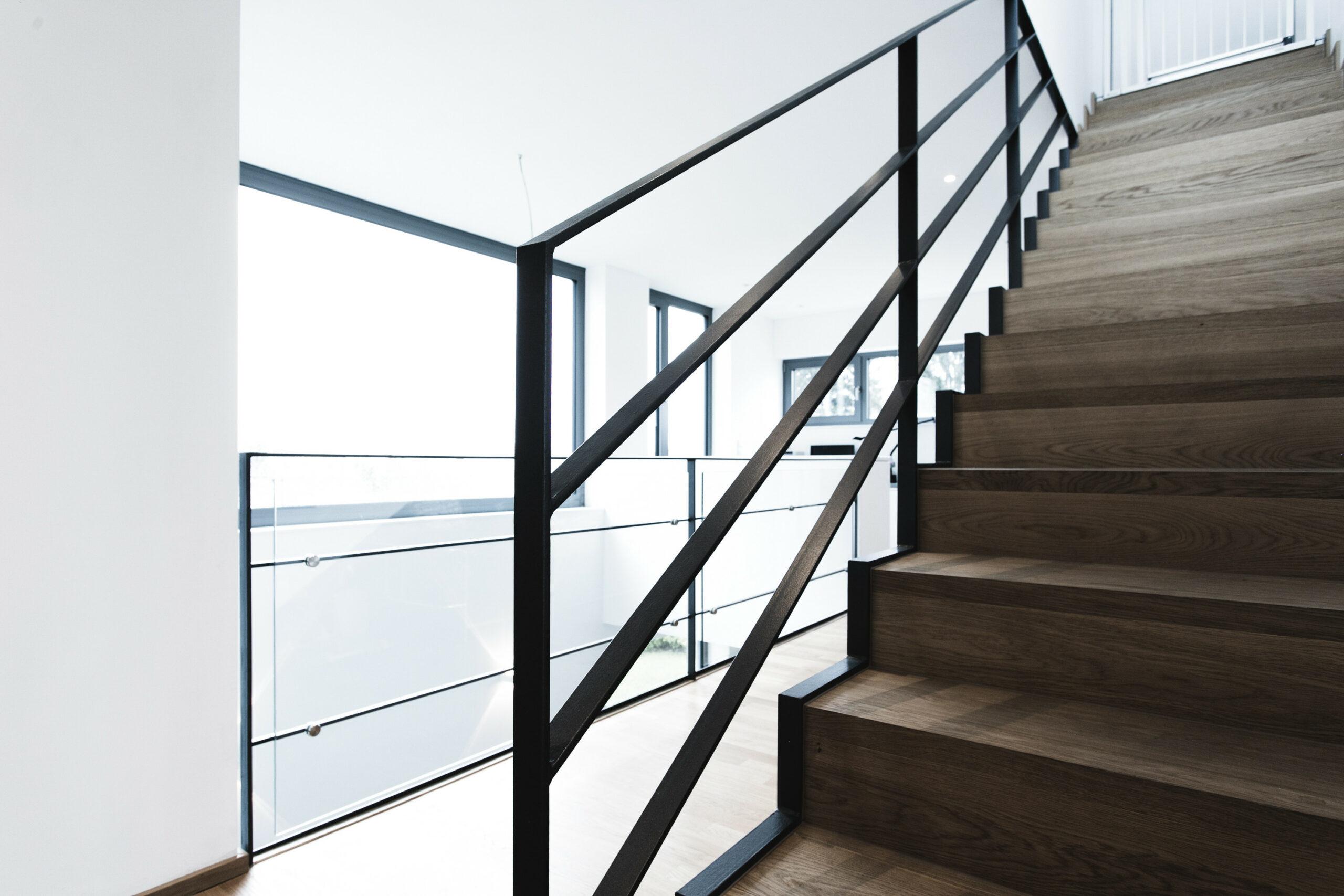 Treppe Stahl mit Holz